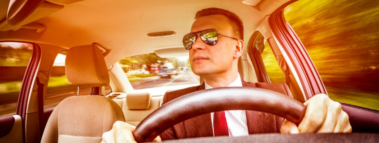 5 Reasons Why a Good Pair of Sunglasses are a Must While Driving