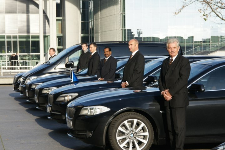 Five Reasons to Hire a Chauffeur for Your Dubai Trip